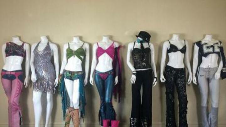 Ținutele purtate de Britney Spears în concerte sau videoclipuri, scoase la vânzare