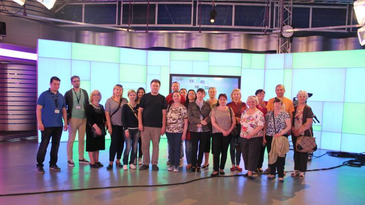 Mai mulţi membri ai Asociaţiei Surzilor din Moldova, în vizită la Publika TV (FOTOREPORT)
