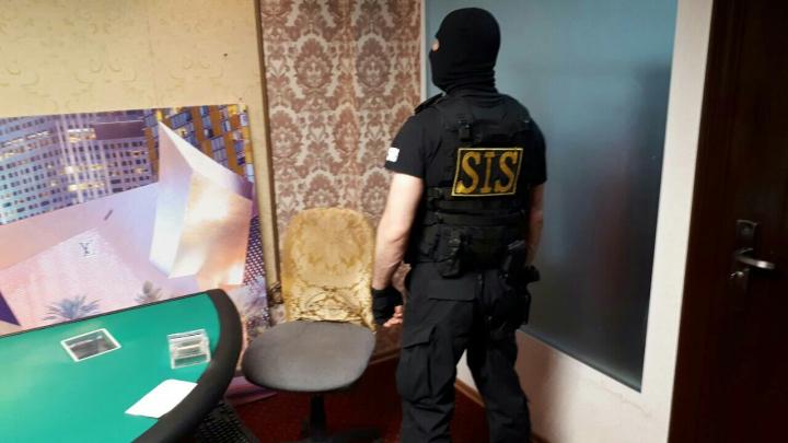 Cazinou clandestin, descoperit de ofiţerii SIS şi procurorii PCCOCS. A fost reţinut administratorul