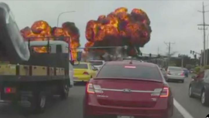 Scene desprinse din filmele de acțiune! Un avion a provocat un INCENDIU PUTERNIC în Washington