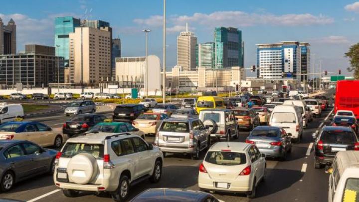 Țara care își recompensează șoferii prudenți cu premii și mașini noi