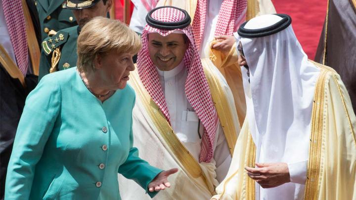 Angela Merkel a refuzat să poarte văl islamic la întâlnirea cu regele Arabiei Saudite