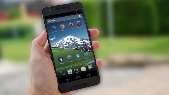 Peste 70% dintre aplicaţiile pe care le ai pe telefon îţi vând datele personale