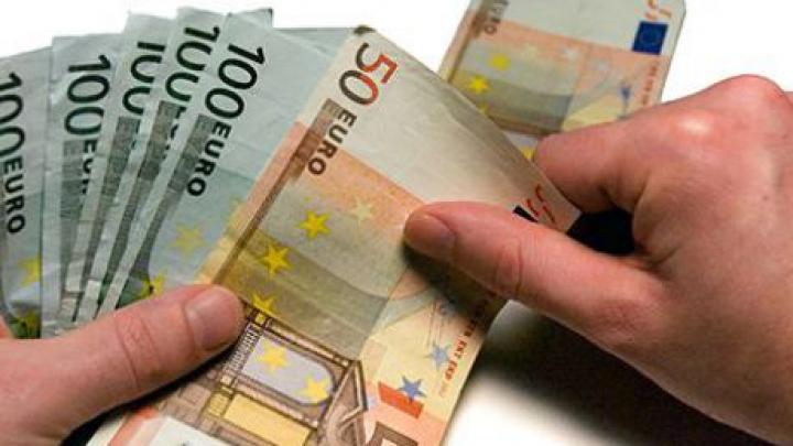 Primarul care oferă 2.000 de euro fiecărei persoane care hotărăşte să se mute în localitatea lui (FOTO)