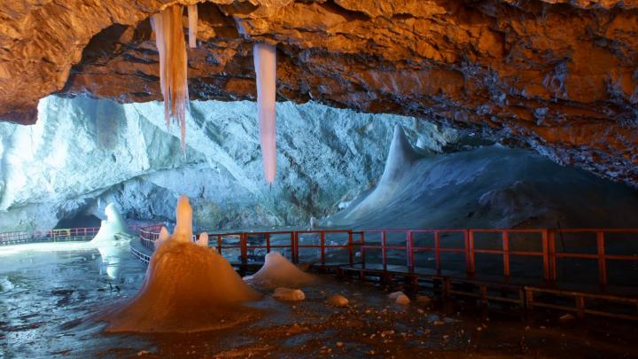 Cel mai mare gheţar din lume, aflat în Transilvania, oferă informaţii importante despre schimbările climatice