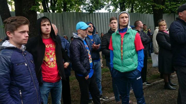 """Invidivizi în haine cu simbolurile Rusiei, la """"marele protest"""" împotriva dreptului cetățeanului de a alege direct deputații (FOTO)"""