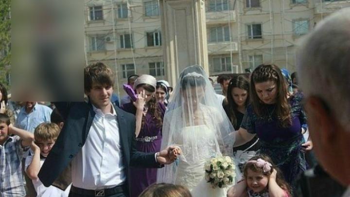 Moment HORROR la o nuntă. Mirele a scos deodată PISTOLUL din buzunar. CE A URMAT (FOTO)