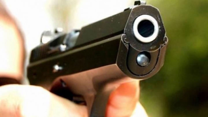 Focuri de armă la Călărași. Un bărbat de 59 de ani a fost împușcat în spate de către un localnic