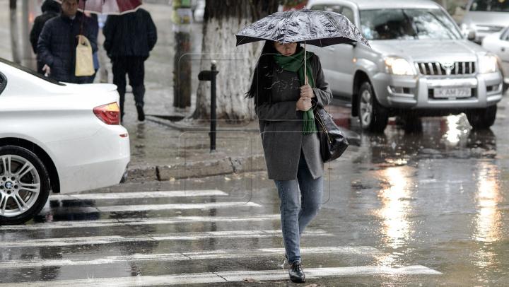 AVERTIZARE METEO! Vreme rea în weekend: COD GALBEN de averse cu descărcări electrice, grindină și vijelie