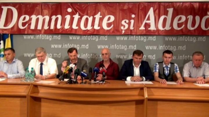 Liderii DA au fost huliţi şi fluieraţi şi la Ungheni, după ce au fost huiduiţi la Donduşeni (VIDEO)