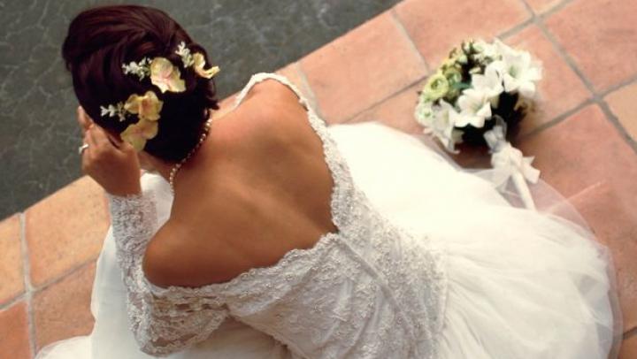 Un cuplu a chemat peste 300 de oameni la nunta lor, dar NU A VENIT NIMENI. Reacția emoționantă a miresei