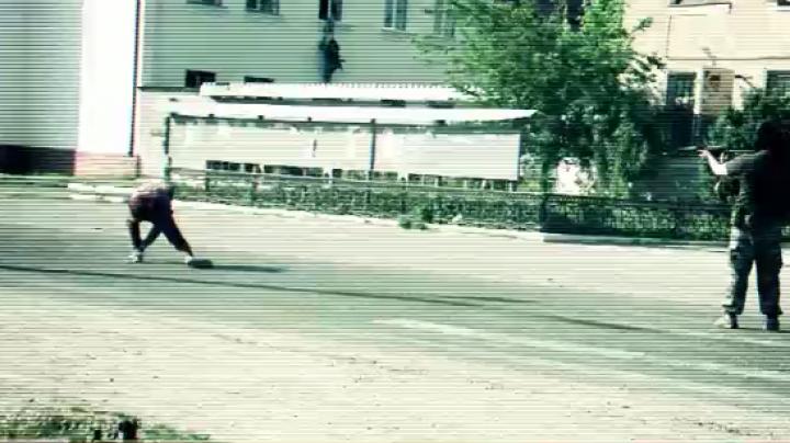Câţiva TERORIŞTI au luat cu asalt Primăria din Giurgiuleşti. Ostaticii au fost ţinuţi legaţi! CE A URMAT (VIDEO)