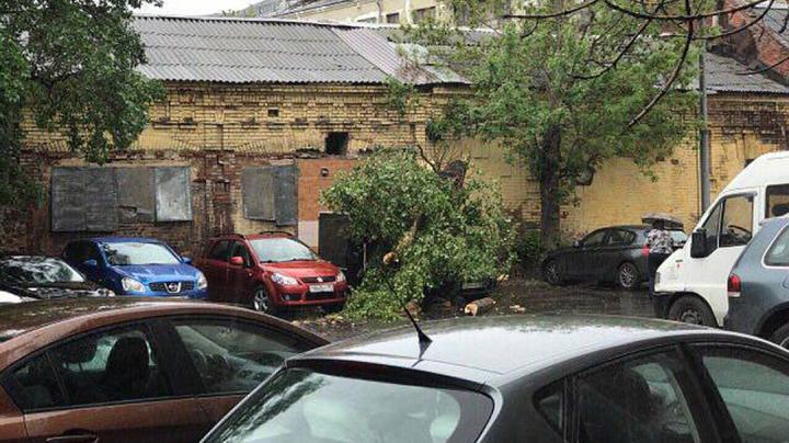 FURTUNĂ la Moscova: Cel puţin 11 oameni şi-au pierdut viaţa. La Stavropol a fost emisă STARE DE URGENŢĂ
