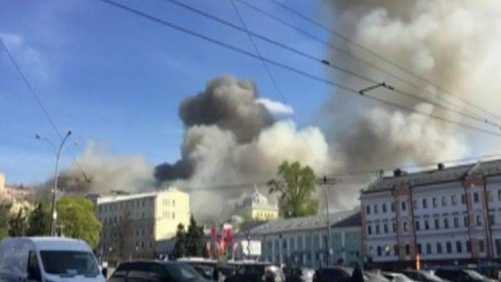 Incendiu devastator într-un bloc din Moscova. Sute de echipaje de pompieri şi autospeciale au intervenit (FOTO)