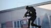 DESCINDERI cu mascaţii de la Fulger. Trei indivizi cu cagule pe cap au agresat o familie de la Poşta Veche (VIDEO)