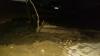 """O ţeavă spartă a inundat strada Milescu Spătaru. Martori: """"Muncitorii au bătut cepuri şi s-au făcut nevăzuţi"""""""