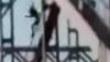 AVENTURĂ CU FINAL TRAGIC. Un tânăr a murit după ce a vrut să facă o cascadorie pe un pod (VIDEO)