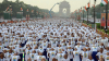 Mii de indieni au ieșit în stradă cu covorașele pentru a celebra Ziua Internațională Yoga