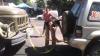 GEST DEMN DE URMAT! Un şofer a sărit în ajutor pentru A TRACTA UN CAMION BLOCAT în trafic (VIDEO)