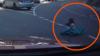 ÎNSPĂIMÂNTĂTOR! Doi copii au căzut din portbagajul unei maşini, în faţa altor automobile (VIDEO)