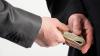 Fost demnitar, REŢINUT pentru infracţiune de corupţie! A estorcat 45.000 DE EURO. DETALII (VIDEO)