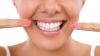 Dinţi albi şi frumoşi. Cum îți poți albi dinții cu ulei