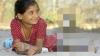 """Te ia groaza! O fetiţă de 11 ani are un """"prieten"""" extrem de PERICULOS, cu care se joacă, mănâncă şi doarme (FOTO)"""