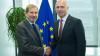 Premierul Pavel Filip a avut o întrevedere cu Comisarul Johannes Hahn. Ce au discutat oficialii