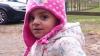 O fetiță de doi ani a murit după ce a înghițit asta, din joacă. Părinții micuței sunt disperați (VIDEO)
