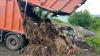 Tone de gunoi din Bălţi sunt aduse într-o livadă de nuci din satul Corlăteni. REACŢIA autorităţilor locale