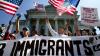 Decretul anti-imigrație al lui Trump poate fi pus parțial în aplicare. În ce constă decizia Curții Supreme
