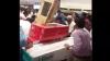 Lumea a înnebunit. Un hipermarket din Abu Dhabi a dat orice marfă gratis timp de 30 de minute (VIDEO)