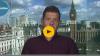 Un scriitor britanic și-a mâncat cartea în direct după ce a pierdut un pariu (VIDEO)