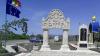 Două monumente din piatră de Cosăuţi au fost instalate la intrarea în comuna Sipoteni