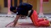Un pakistanez a efectuat flotări doar cu forţa a două degete