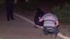 """""""Sunt bărbat sau c...t!"""" Doi îndrăgostiţi s-au certat, au bătut un martor şi au blestemat poliţiştii (VIDEO)"""