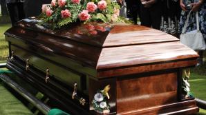 TRAGEDIE la înmormântare! Salvele de pușcă în memoria decedatului au făcut două VICTIME (FOTO)