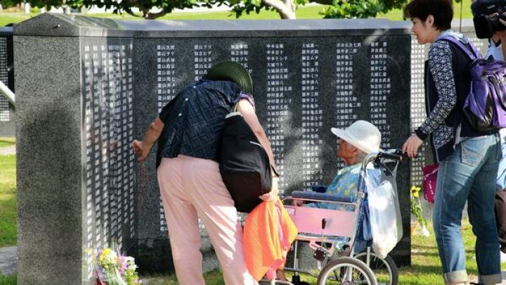 72 de ani de la sfârșitul luptei de pe insula niponă Okinawa. 5.000 de localnici s-au adunat să comemoreze victimele războiului