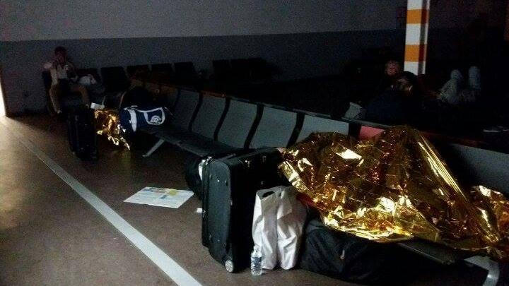 UPDATE: Cetăţeni moldoveni, BLOCAŢI pe un aeroport din Franţa. Zborul spre Chişinău, reprogramat pentru ora 03:00 (FOTO)