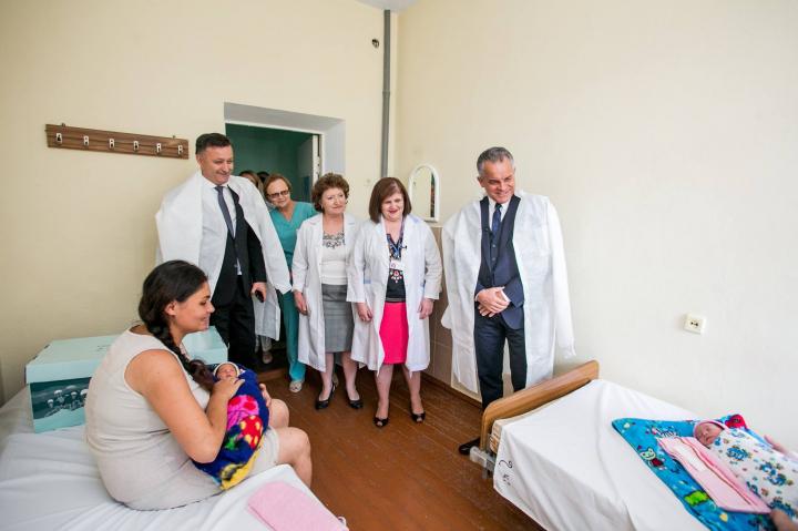 """Campania """"O nouă viață"""". Mai multe mame din Nisporeni, ajutate de Fundația lui Vlad Plahotniuc """"Edelweiss"""""""