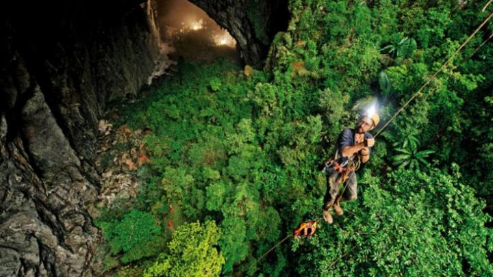 Un fermier a găsit cea mai mare peșteră din lume. E total diferită de una obișnuită (FOTO)