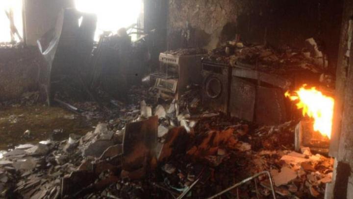 O CĂLĂTORIE ÎN INFERN! Primele imagini din interiorul blocului din Londra, care a ars ca o torţă (VIDEO)