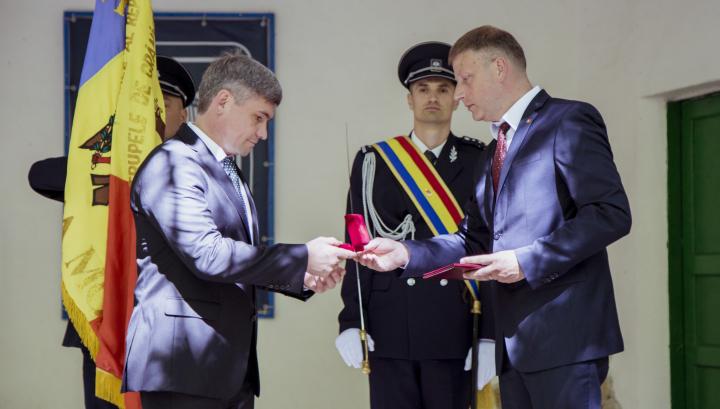 """Poliția de Frontieră, decorată cu Ordinul """"Credință Patriei"""" clasa I. MESAJUL ministrului Jizdan (FOTO)"""