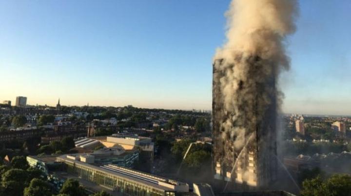 INFERN la Londra. 79 de oameni au murit în incendiul devastator din Grenfell Tower