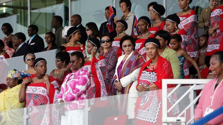 Un rege din Africa are 15 soţii, iar ţara acestuia - cel mai mare procent de adulţi bolnavi de SIDA