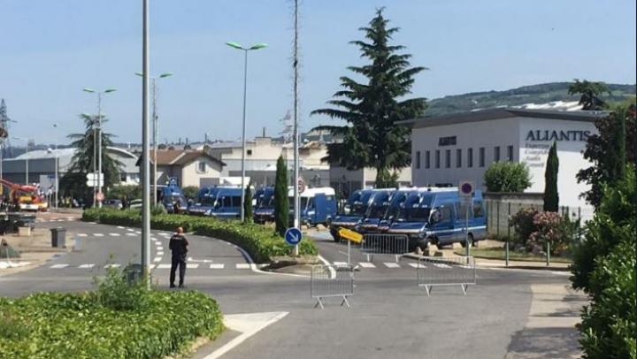 Franţa: O maşină plină cu butelii de gaz a fost descoperită lângă o uzină chimică