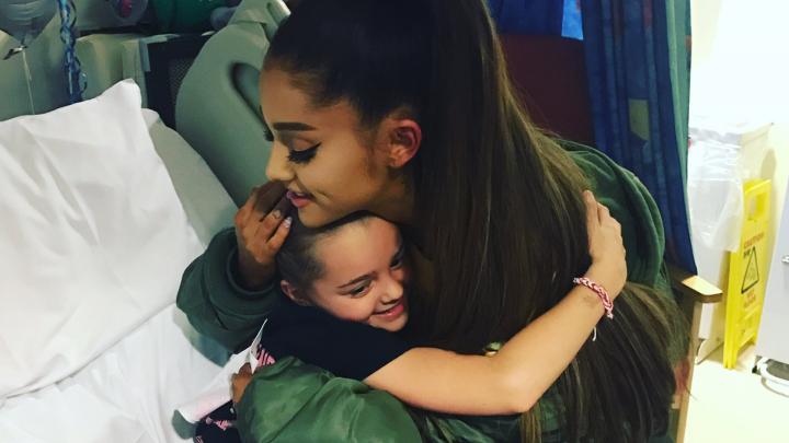 Ariana Grande organizează un concert de caritate în memoria victimelor atacului de pe Manchester Arena