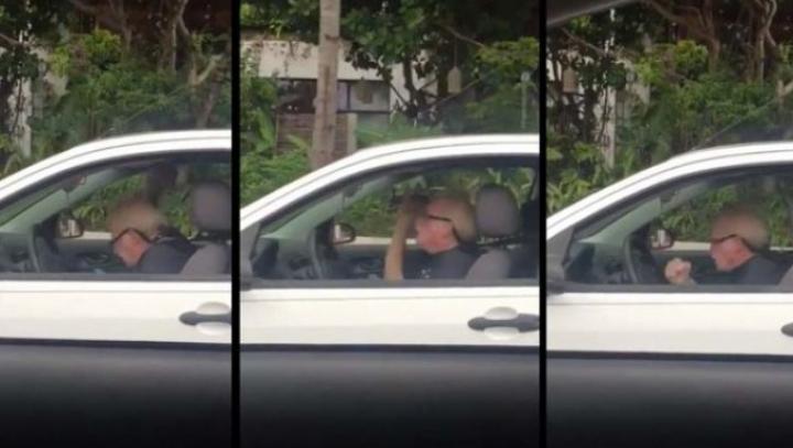 IMPRESIONANT! Un bunic a surprins pe toată lumea din trafic. Ce făcea el la volan (VIDEO)