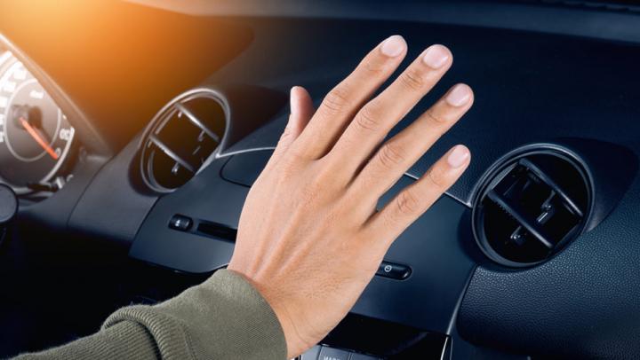 Toți șoferii trebuie să știe asta! Pericolul la care vă expuneți atunci când porniți aerul condiționat