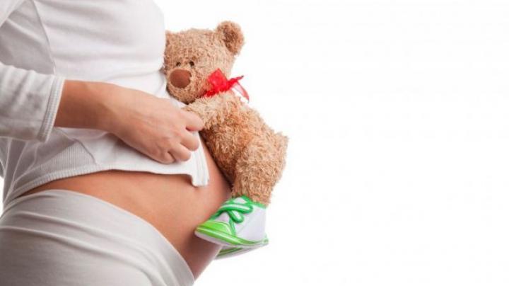 Copiii care nasc copii. Rata mamelor minore din România, mai mare decât în India sau Botswana
